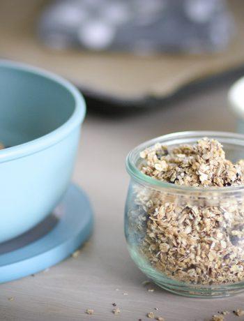 Gesundes und glutenfreies Frühstücksmüsli - Dieses crunchy Granola ist so einfach und schnell zubereitet! Glutenfrei Frühstücken für Kinder und die ganze Familie