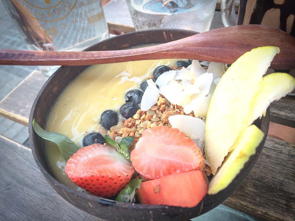 Smoothie-Bowl im healthy Café Santina