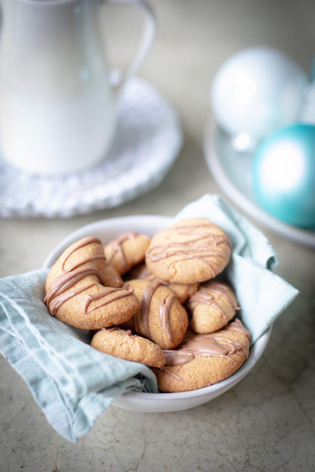 Gesunde zuckerfreie Vanille Kipferl mit Schokolade - glutenfrei, laktosefrei - Weihnachtgebach für Kinder und Familie