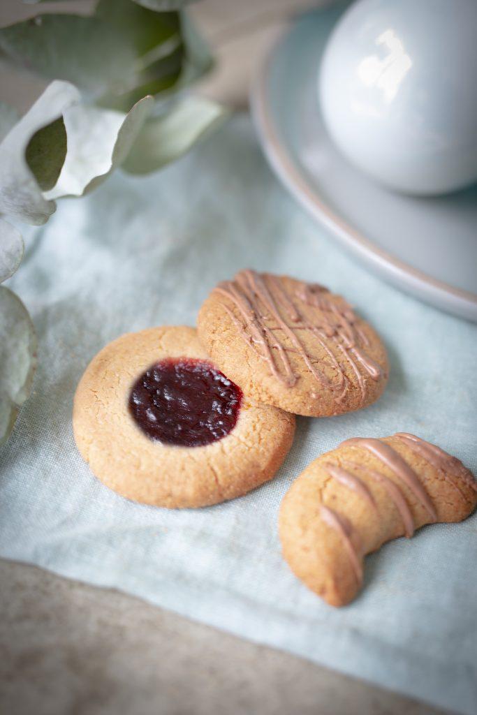 Gesunde zuckerfreie Vanille Kipferl mit Schokolade und Engelsaugen - glutenfrei, laktosefrei - Weihnachtgebach für Kinder und Familie
